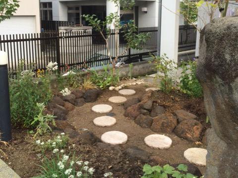 桜田 s様 鳥海石でロックガーデン